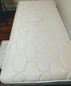 Twin Mattress in very good condition for Sale !!!