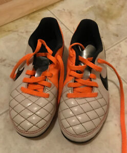 Soccer shoes - size 9
