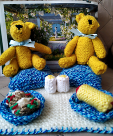 Knitted teddy bears picnic