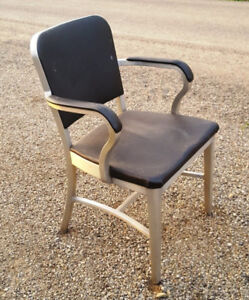 VARIETY OF VINTAGE / RETRO / MID CENTURY OFFICE SEATING / CHAIRS