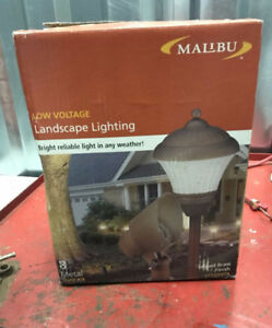 Low voltage Malibu outdoor light set of 8 New in box
