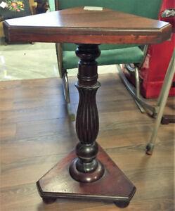 Table d'appoint en bois antique