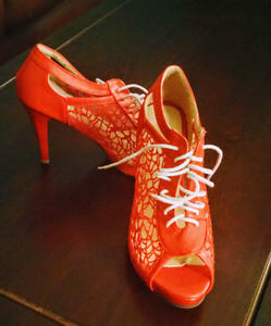 Red Lace pumps 7.5
