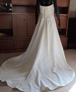 Beautiful Wedding dress, 12-14 Ivory Halloween /