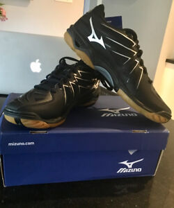 Mizuno Volleyball Shoes new with tags $50