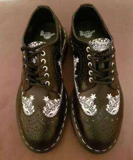 Brand new Dr Martens eye black lace shoes womens - size UK 5