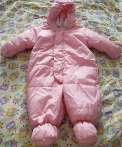 OLD NAVY 3-6 MONTH SNOWSUIT