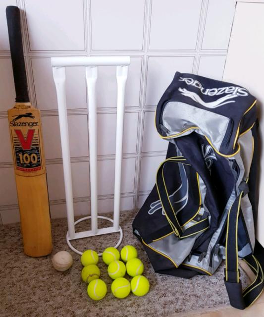 99610881bab Slazenger Master Blaster Cricket Bat, Carry Bag, Stumps and Balls ...
