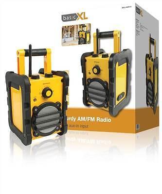basicXL Sturdy AM/FM radio This splash-proof AM/FM radio