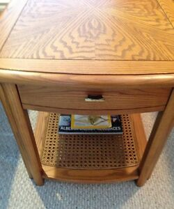 Sklar Peppler Oak End Table -GORGEOUS - Mint Condition-Real Wood Edmonton Edmonton Area image 4