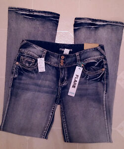 New sz 9/10 Maurices Flare jeans