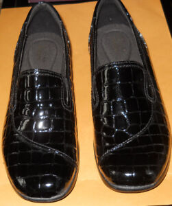 Clarks Shoes New In Box Black Patent Moc Croc Leather Sz 6.5