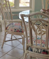 Lovely Kitchen Table and Chairs