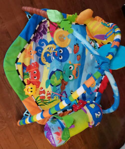Baby einstein play mat with tummy time pillow
