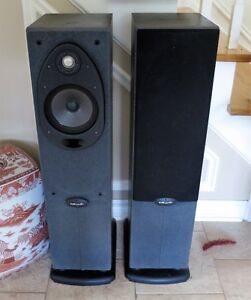 A Pair of Polk Audio RT-600 Tower Loudspeakers in Mint Condition