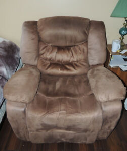 Amazing Electric microfibre recliners in top condition