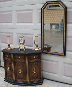Hallway / Entrance Console with Mirror