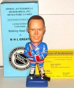 1997 MARK MESSIER SAM'S LIMITED EDITION CERAMIC BOBBING HEAD FIG