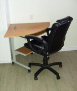 Chaise et meuble d'ordinateur