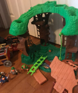 Fisher Price Wild Western Town Includes Accessories and Bonus Tr