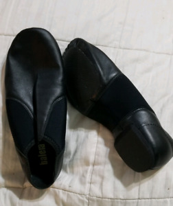 Dance shoes, tap, ballet and jazz. Rack n roll bag