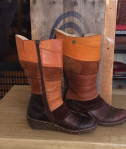 Woman's leather mid-calf boots. Size 7