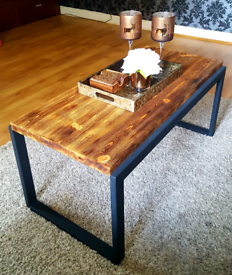 Coffee table rustic style