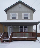 WELL MAINTAINED BROOKLANDS HOME!! BUILT IN 2005!!