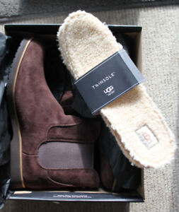 Never worn Mens UGG Leather Treadlite Boots - Size 13