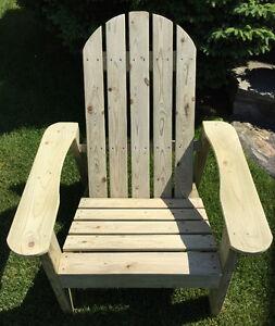 Magnifique chaise Adirondack tout en bois, pour l'exérieur