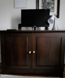 desk with closing doors and desk chair