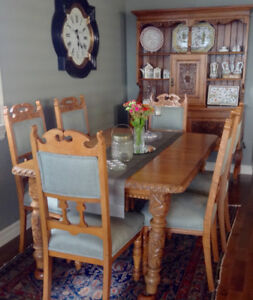 ANTIQUE DINING ROOM TABLE & CHAIRS/DRESSER/TEA WAGON.