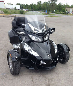 2010 Can-Am Spyder RT-S SE5 MINT CONDITION