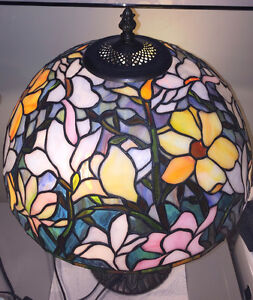 TIFFANY STAINED GLASS PEONY LAMP (ESTATE)