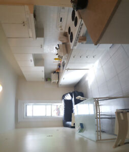 Room 500$ all included available right now ( near metro )
