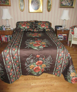 Floral Bedspread / Comforter & Pillow Shams - Fits a Double Bed