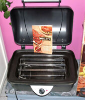 CROCKPOT COUNTERTOP SLOW ROASTER by RIVAL