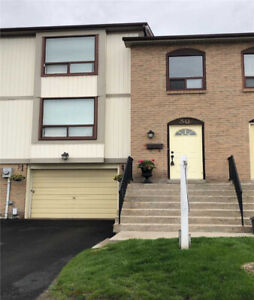 3 Bedroom Condo Townhouse In High Demand Location