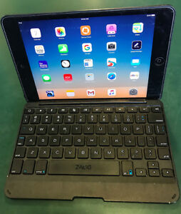 IPAD 2 MINI-16GB WIFI-ABSOLUTELY MINT-With ZAGG keyboard