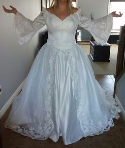Balletts Wedding Dress fits size 16/18 regular sizes or 22 bride London Ontario image 1