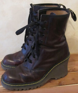 Women's Boots - Artica/No Box/25 Eyelet Lace Up