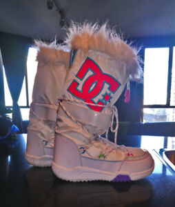 LIKE NEW!  DC SNOW BOOTS - WOMEN 8.5