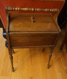 4U2C VINTAGE STANDING SEWING BOX WITH HANDLE AND SPOOL HOLDERS