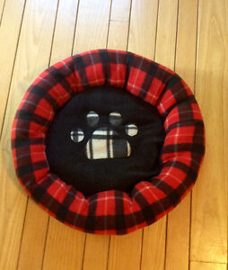 Black & Red Dog Bed - St. Thomas