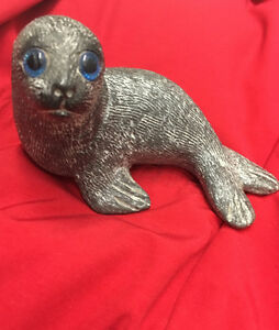 Baby seal carved oapstone