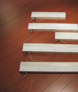 Under cabinet florescent light fixtures, luminaires sous cabinet