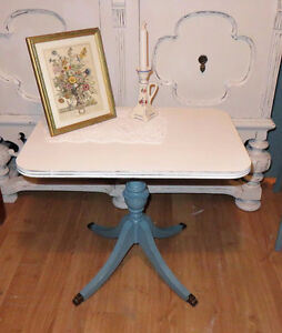 Sweet Shabby Chic Parlor Table
