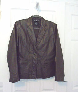 WOMENS BROWN LEATHER JACKET SIZE 6 Sarnia Sarnia Area image 1