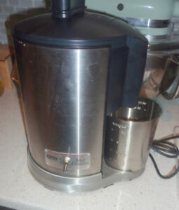 Waring juicer, excellent condition