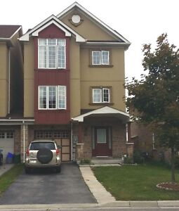 Great linked townhouse for rent, best location in Newmarket!